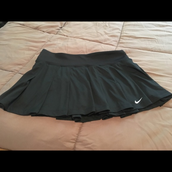 Nike flounce/pleat tennis skirt. Black size M